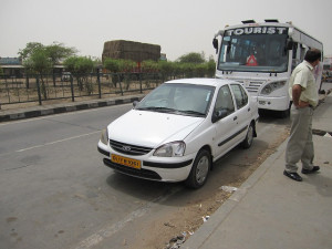 new-delhi-agra-car-001