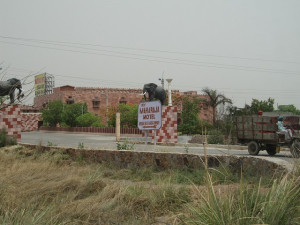 new-delhi-agra-car-002
