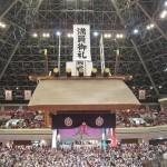 相撲を楽しむ (升席)