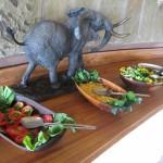 トルティリス キャンプ 象と一緒に食事を