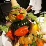 モルディブ 最高のリゾート フヴァフェンフシで食事を楽しむ
